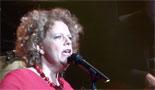 Filmpje: Brigitte Kaandorp met 'Poesje Stoei' (De Eregalerij)